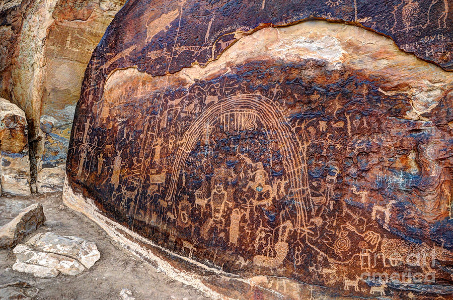 rochester-petroglyph-rock-art-panel--utah-gary-whitton